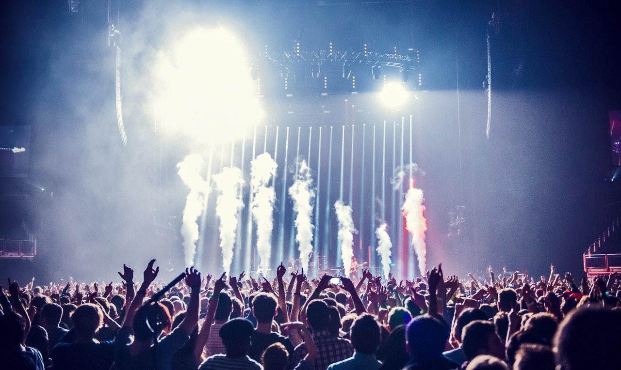 Rock-konsert och pyroteknik